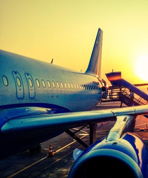 Flygplan som ska boardas